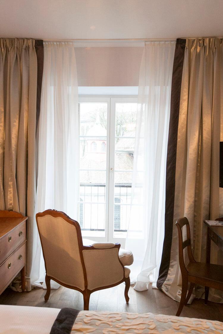 Historisches Mobiliar in den Zimmern im Hotel Schlüssel Luzern